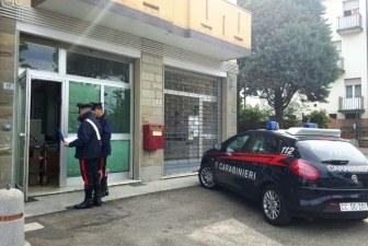 Ladri all'ufficio postale messi in fuga dai carabinieri