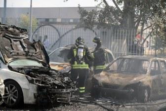 Dieci auto in fiamme
